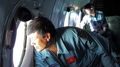 Missing Malaysia plane 'may have turned back'