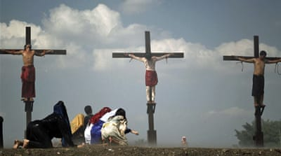 In Pictures: Re-enacting Jesus' crucifixion