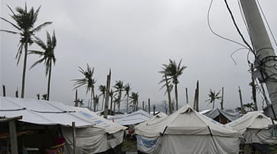 Philippines' Tacloban struggles to recover