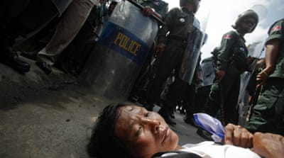 Cambodian protesters get photo smart