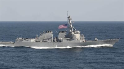 US warship 'sails near islets claimed by China'