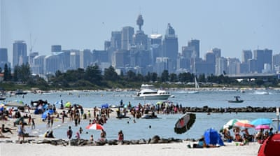 Temperatures rise and unseasonably hot weather grips southern Australia [AFP]