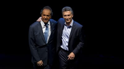 Argentinian voters will decide between Scioli (left) and Macri on Saturday [AP]