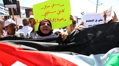 Palestinian refugees strike against UN funding changes