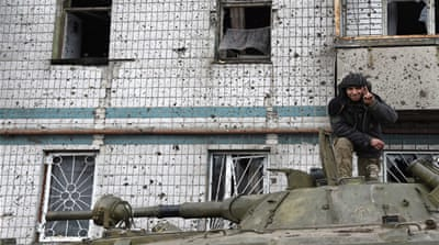 Ukrainians escape encircled strategic town