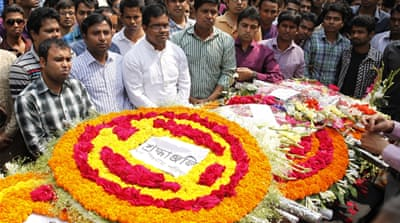 Bangladeshi mourners pay tribute to murdered blogger