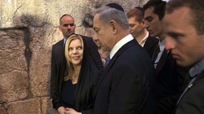 Netanyahu leaves with his wife Sara after he delivered a statement to the media in Jerusalem's Old City [REUTERS]