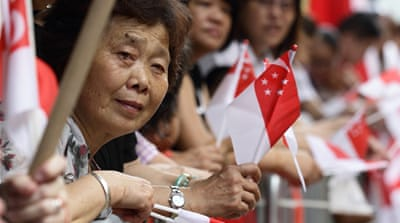 Crowds line up to say goodbye to Singapore's first PM