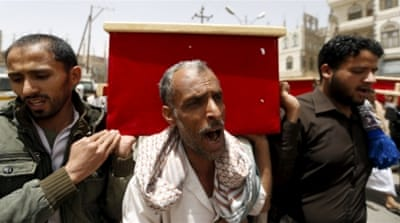 Clashes rage in Yemeni south as aid trickles into Sanaa