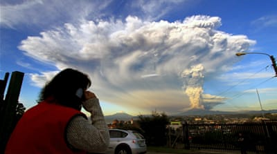 Thousands evacuated as Chile volcano erupts