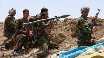 Shia fighters from the popular committees fire towards ISIL positions in Anbar province [AFP]