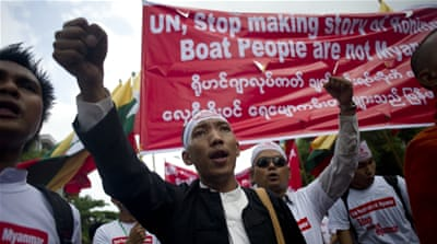 Monks join hundreds in Myanmar anti-Rohingya rally