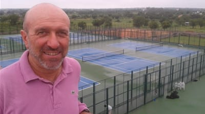 The elite tennis coach who sleeps in his car