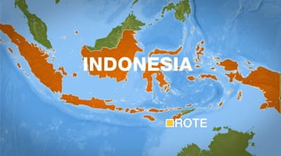 Migrants 'turned away by Australia' saved in Indonesia