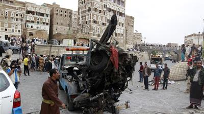 ISIL claims car blast in Sanaa as air strikes hit Aden