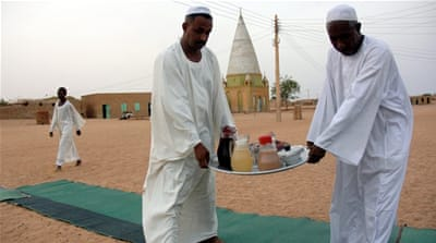 Sudanese youth spend Ramadan giving back