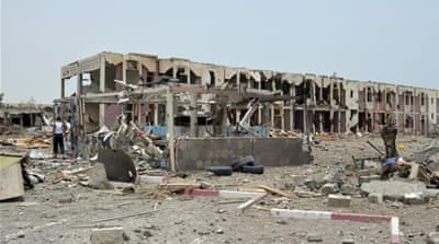 Yemen has been rocked by months of fighting between Houthi Shia rebels and Hadi loyalists [AP]