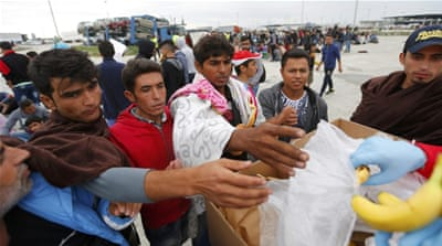 Thousands of refugees flow into Austria from Hungary