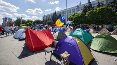 Moldovans set up tent city to protest corruption