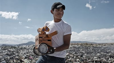 The Bolivian teenager turning e-waste into robots