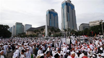 Indonesians rally against Purnama over blasphemy claims