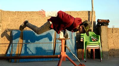 Young refugees in Turkey learn circus skills