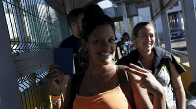 A Cuban migrant poses for a picture as she crosses a pedestrian bridge to Laredo, US [REUTERS]