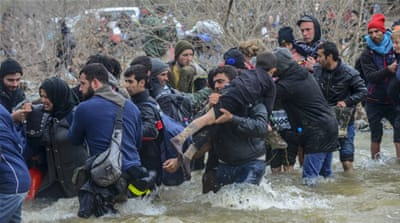 Refugees from Greece camp cross into Macedonia