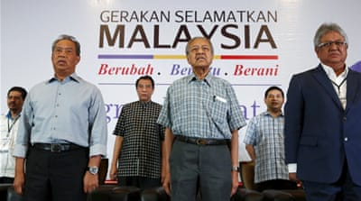 Mahathir Mohamad and opposition will petition for scandal-plagued Prime Minister Najib Razak to be sacked. [Olivia Harris/Reuters]