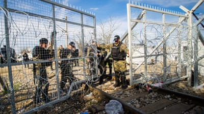 Refugee crisis: Slovenia, Croatia 'close Balkan route'