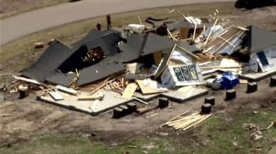 Tornadoes flatten homes in US Midwest