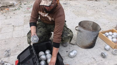 Syrian volunteers risk lives to clear landmines