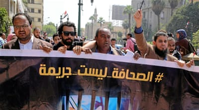 Egypt arrests journalists