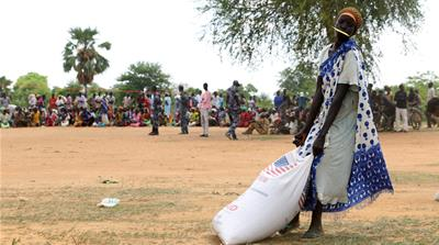 Lacking the necessary exit permit from the South Sudanese authorities, thousands of displaced have been stranded in the border town of Kiir Adem [Simona Folt?n/Al Jazeera]