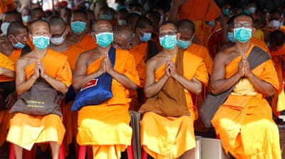 Thousands of Thais obstruct search for wanted monk