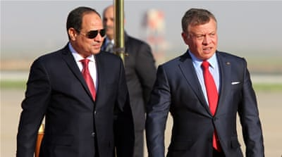 Jordan King Abdullah II (R) receives Egyptian President Abdel Fattah el-Sisi upon his arrival in Jordan, which is hosting the summit of Arab leaders on March 29 [EPA]