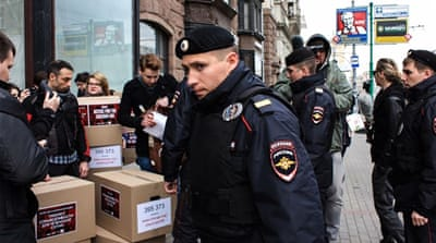 Gay rights activists detained in Russia's Moscow