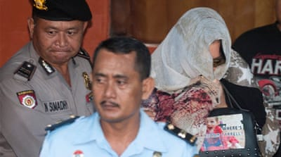 Schapelle Corby (R) being escorted by police for her deportation [Antara Foto/Nyoman Budhiana/via Reuters]
