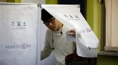 More than one in four voters cast their ballots in early voting [Kim Hong-Ji/Reuters]