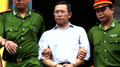 Vietnam exiles dissident after revoking his citizenship