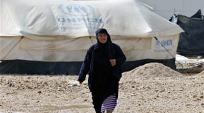 UN aid trucks reach remote refugee camp in Syria