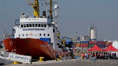 Refugee ship Aquarius to stop rescue mission in the Mediterranean