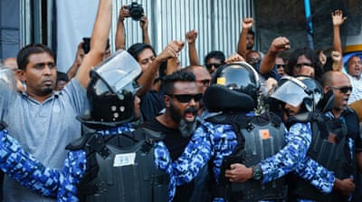Protests in Maldives amid pressure to release prisoners
