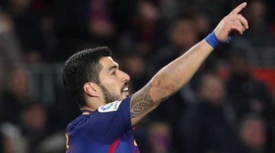Suarez hits hat-trick, Barcelona sets club record