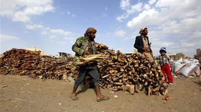 Yemenis resort to burning firewood and rubbish to cook food