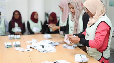Maldives election: Counting begins after 'extraordinary turnout'