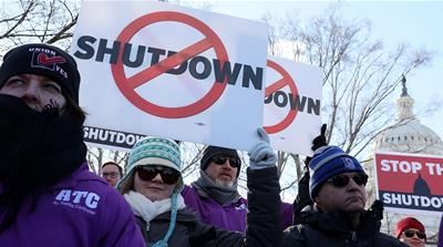 As Trump heads to border, federal workers rally against shutdown