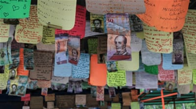 On the border, Venezuelans leave notes at the 'Wall of Laments'