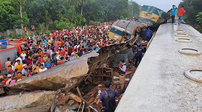 Bangladesh: Many dead as train collides head-on