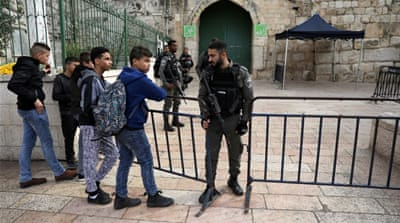 Israeli police assault worshippers, close Al-Aqsa compound